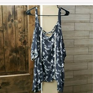 Eyeshadow size 3X, short sleeve cold shoulder top